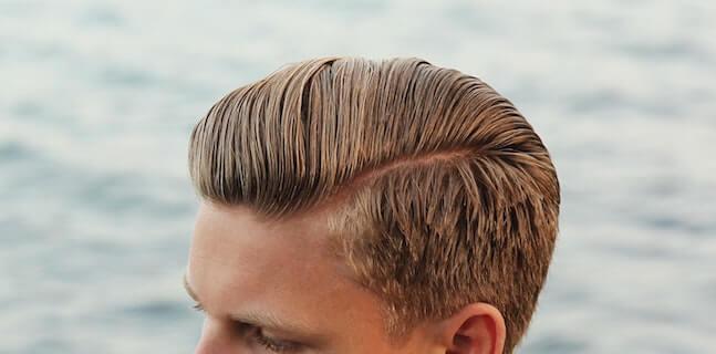 haarsysteme klebe perücke gegelte blonde haare mit seitenscheitel und seiten kurz